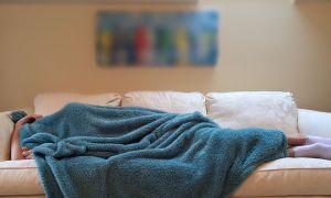 Почему человек много спит днем, но не спит ночью